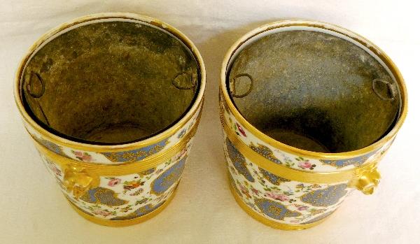 Paire de grands cache-pots en porcelaine de Paris d'époque Restauration