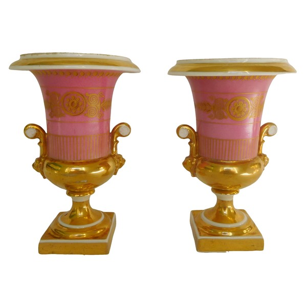 Paire de vases Médicis en porcelaine de Paris, époque Empire Restauration - 16,5cm