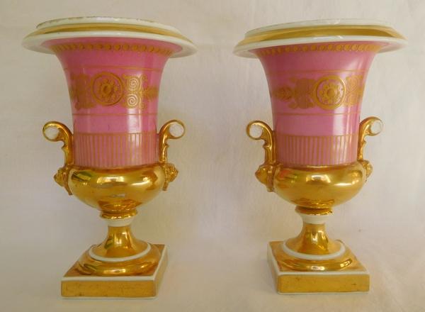 Paire de vases Médicis en porcelaine de Paris, époque Empire Restauration - 16,5cm
