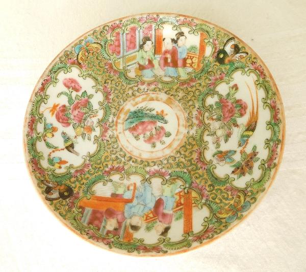 Paire de tasses et leur soucoupe en porcelaine de Canton - Chine, XIXe siècle