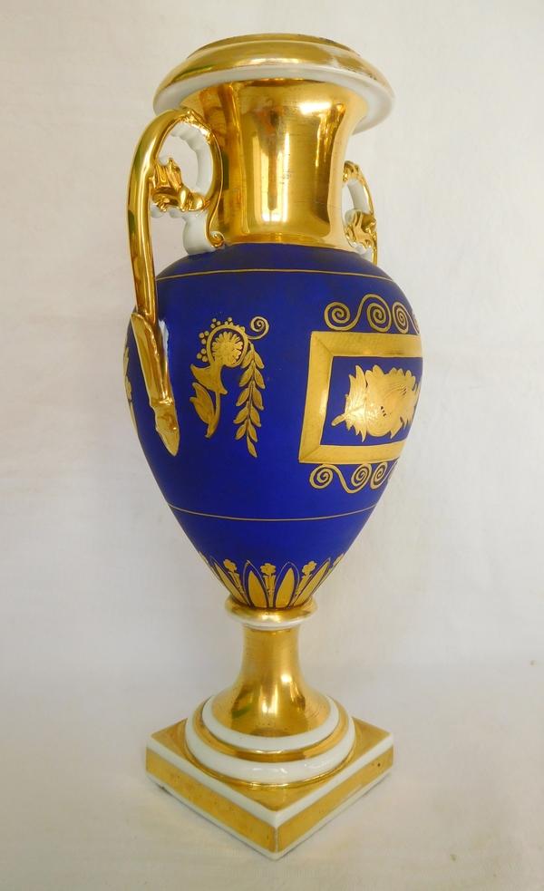 Paire de vases à l'antique en porcelaine de Paris bleu & or, époque Empire - Restauration