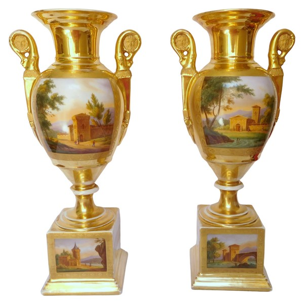 Paire de grands vases d'ornement d'époque Empire Restauration en porcelaine de Paris - 42cm