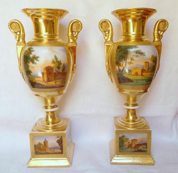 Paire de grands vases d'ornement d'époque Empire Restauration en porcelaine de Paris - 42cm
