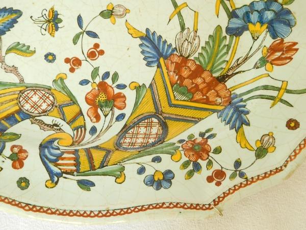 Plat de service ovale en faïence de Rouen, époque XVIIIe