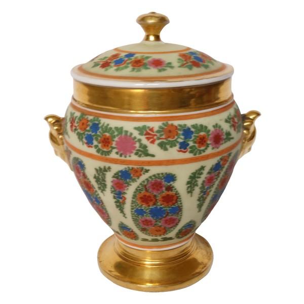 Sucrier en porcelaine de Paris peinte rehaussée à l'or fin, époque XIXe Restauration