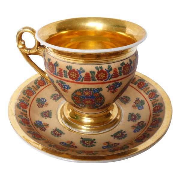 Tasse à chocolat en porcelaine de Paris peinte rehaussée à l'or fin, époque XIXe Restauration