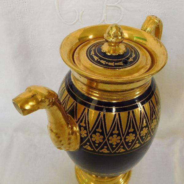 Verseuse / cafetière Empire en porcelaine de Paris bleue dorée à l'or fin, époque début XIXe