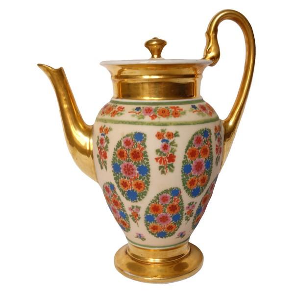 Verseuse / cafetière en porcelaine de Paris peinte rehaussée à l'or fin, époque XIXe Restauration