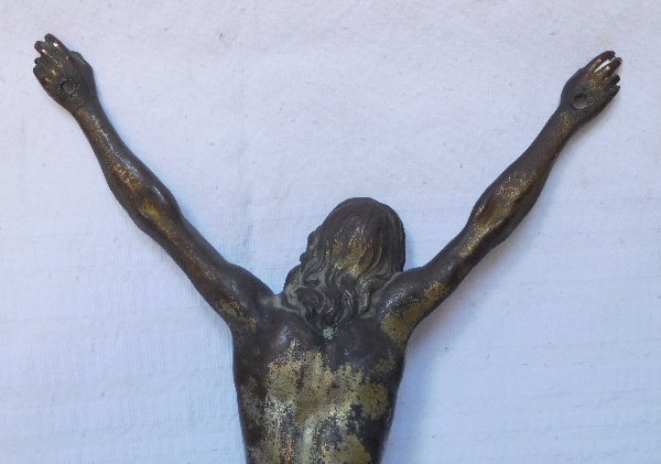 Grand Christ en bronze patiné, époque Louis XIV, début XVIIIe siècle