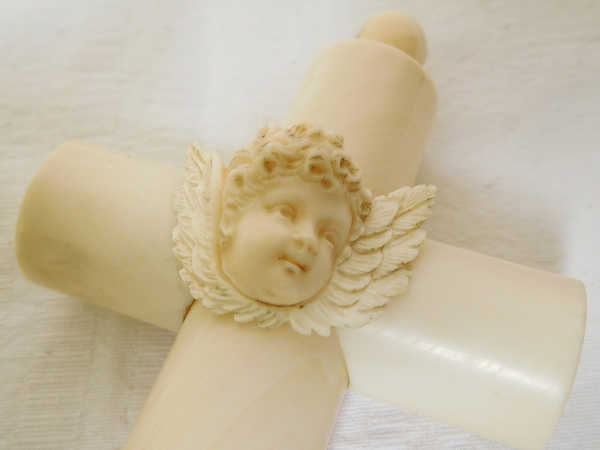 Croix de berceau en ivoire, décor tête d'angelot, cadeau de baptême - 14,5cm