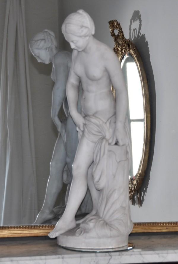 http://www.gslr-antiques.com/boutique/sculptures/images/baigneuse-falconet-marbre/baigneuse-falconet-marbre-3.jpg