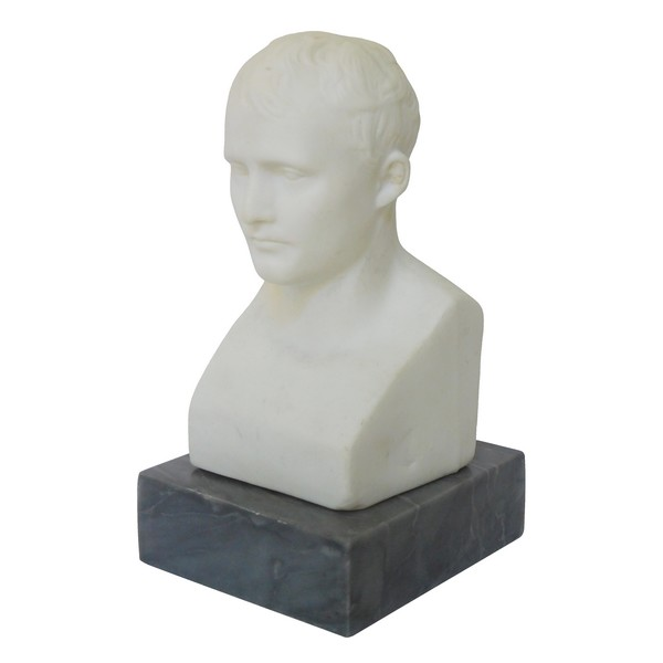 Buste de Napoléon Empereur en Hermès d'après Chaudet, biscuit de porcelaine et marbre bleu Turquin