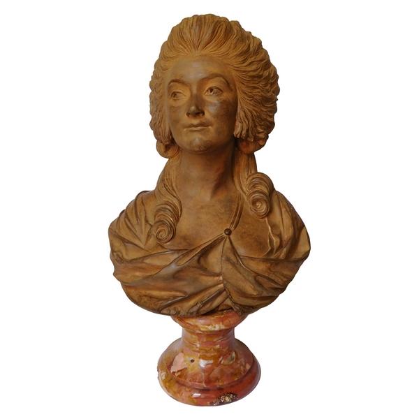 Buste d'aristocrate en terre cuite sur socle en marbre, style XVIIIe, époque XIXe