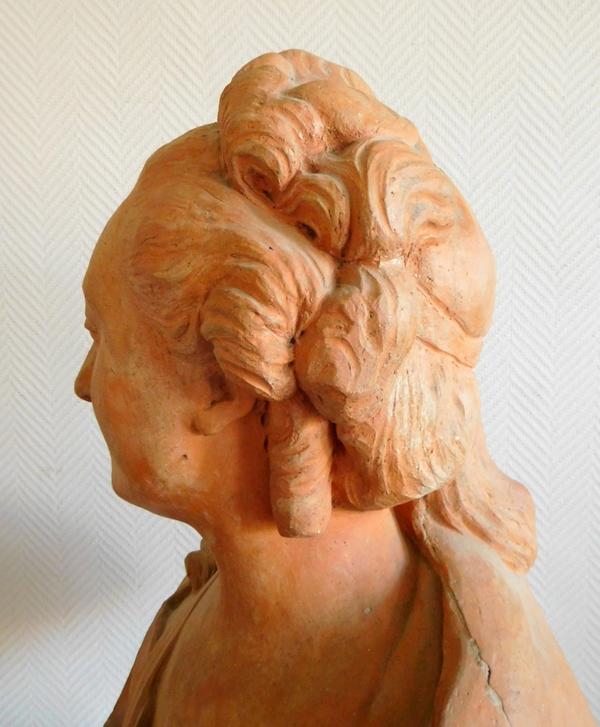 Grand buste d'aristocrate en terre cuite - époque XVIIIe siècle