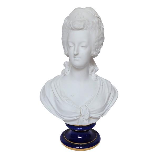Sèvres : buste de Marie Antoinette Reine de France en biscuit de porcelaine - signé
