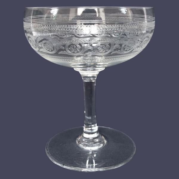 Coupe à champagne en cristal de Baccarat, modèle gravure Athénienne