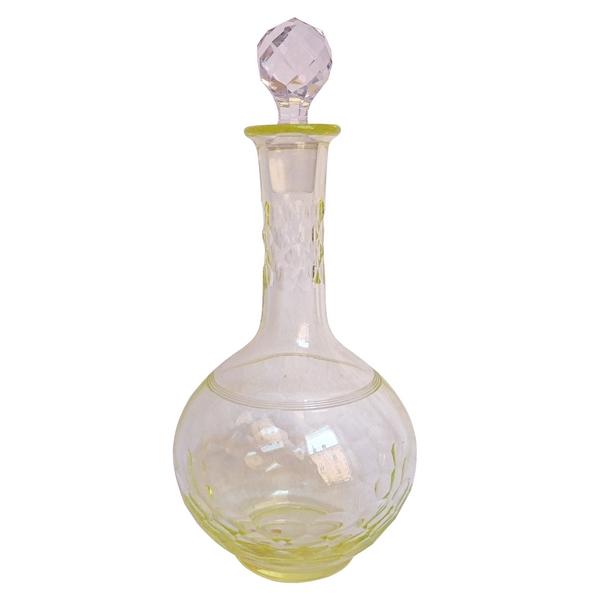 Carafe à liqueur en cristal de Baccarat, modèle Chauny, rare couleur jaune pâle, étiquette papier