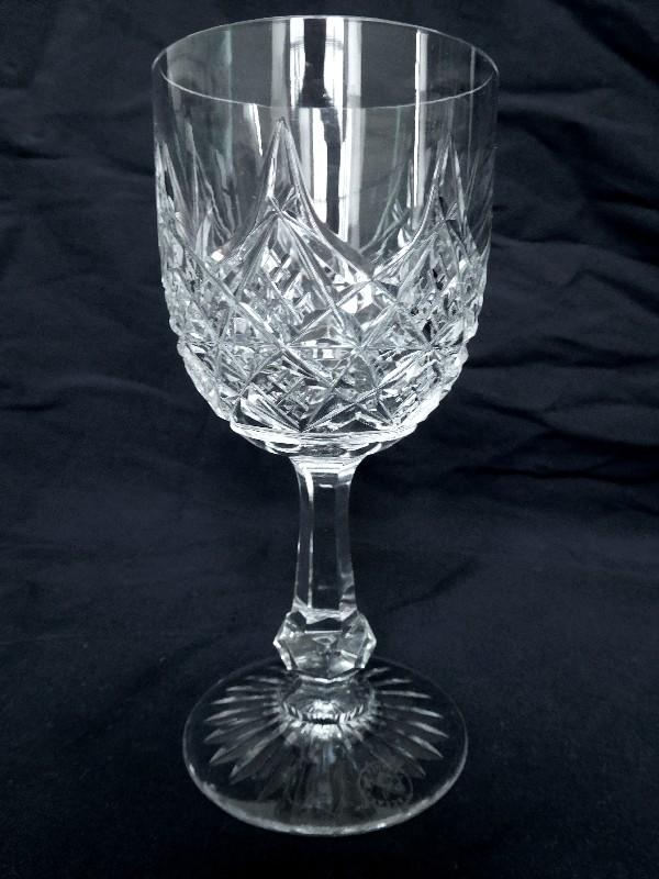 Verre à vin en cristal de Baccarat, modèle Colbert - signé - 12,8cm