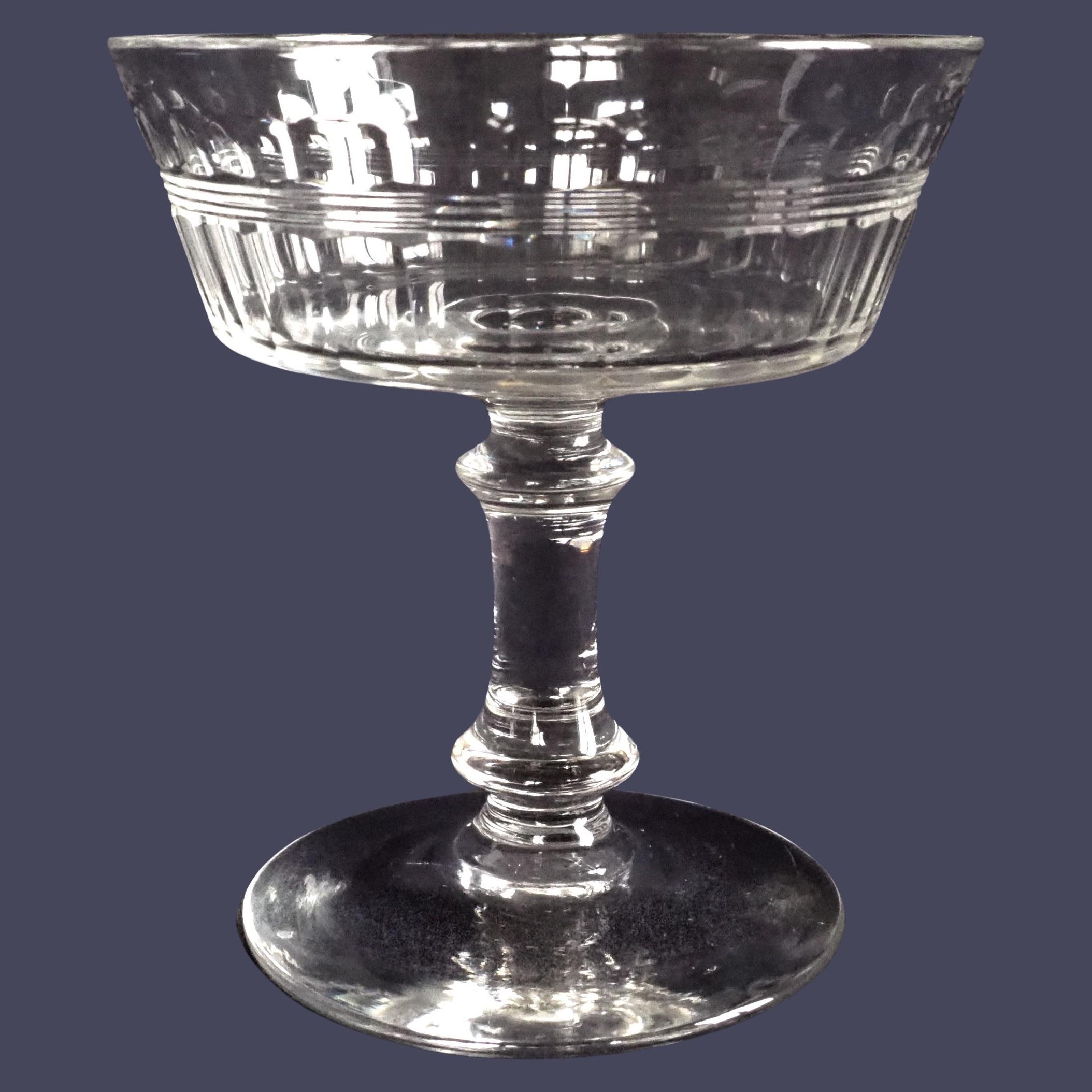 Coupe à champagne en cristal taillé de Baccarat, modèle proche de Chicago