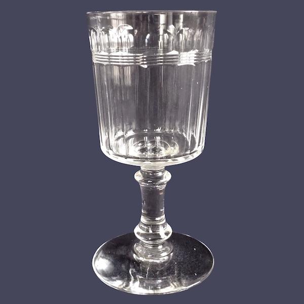 Verre à vin ou porto en cristal taillé de Baccarat, modèle proche de Chicago - 10,6cm