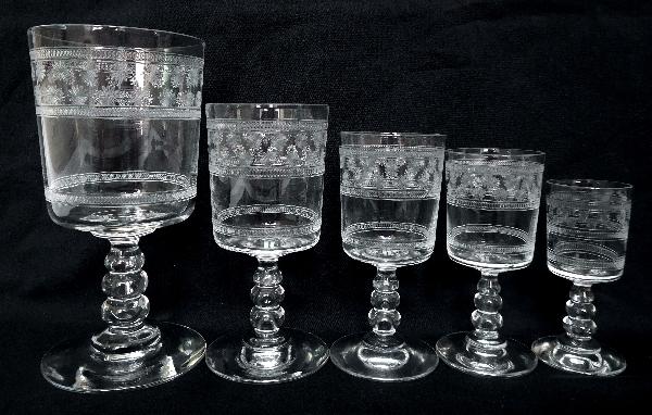 Verre à vin rouge en cristal de Baccarat, modèle cylindrique gravé étoiles - 12cm