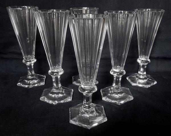 Flûte à champagne en cristal de Baccarat taillé à pans coupés, époque Restauration vers 1840