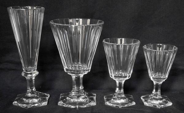 Verre à vin blanc ou porto en cristal de Baccarat taillé à pans coupés, époque Restauration vers 1840 - 10,5cm