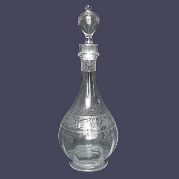 Carafe en cristal de Baccarat gravée de style Renaissance, motifs à fleurs de lys - 31,5cm