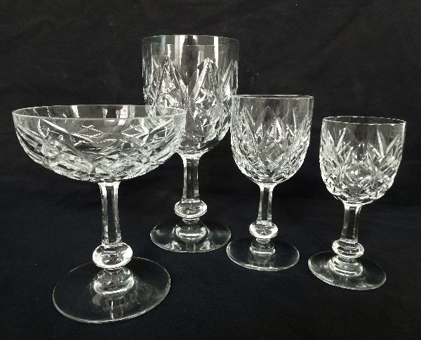 Verre à vin ou à porto en cristal de Baccarat, modèle Harfleur - 11,5cm - signé