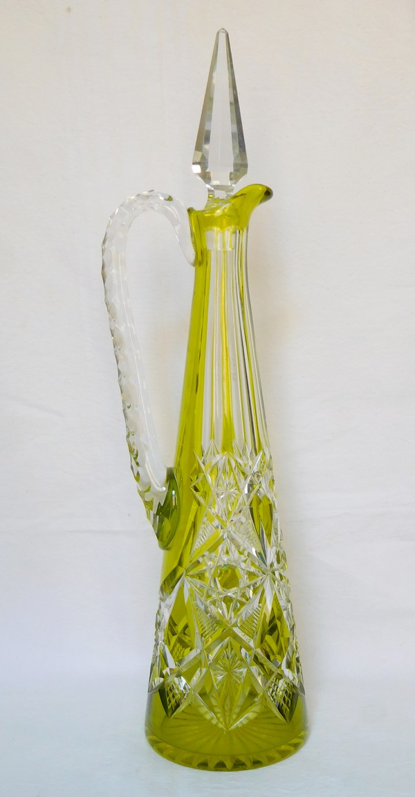 Carafe à vin du Rhin aiguière en cristal de Baccarat overlay vert chartreuse, modèle Lagny