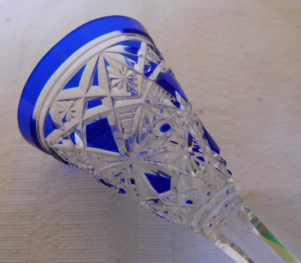 Verre à liqueur en cristal de Baccarat, modèle Lagny overlay bleu cobalt