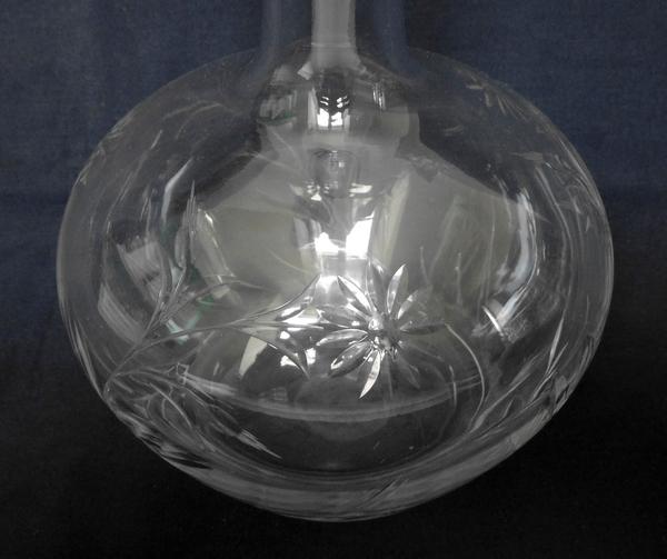 Carafe à vin en cristal de Baccarat, modèle aux Marguerites en cristal taillé - 29,5cm