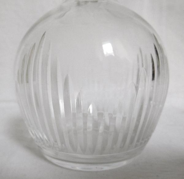 Carafe à liqueur en cristal de Baccarat taillé à biseaux, fin XIXe / début XXe
