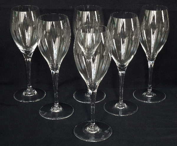 Verre à vin en cristal de Baccarat, modèle Saint Rémy - signé - 19,4cm