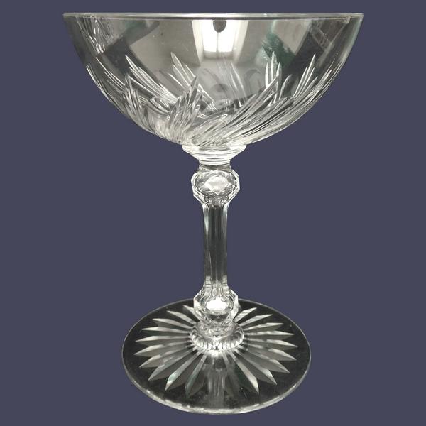 Coupe à champagne en cristal de Baccarat, modèle à torsades taille 8659