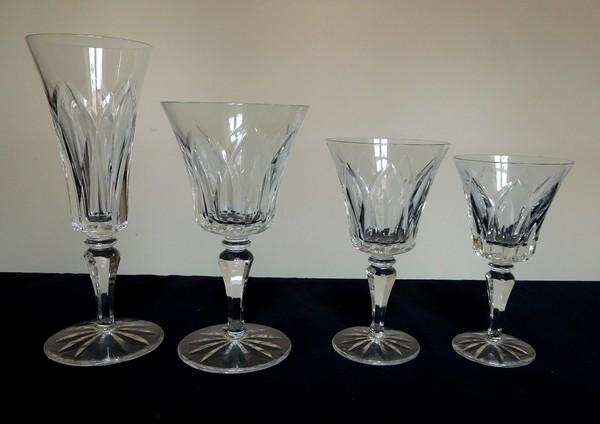 Grand verre à eau en cristal de Saint Louis, modèle Camargue - signé - 17cm