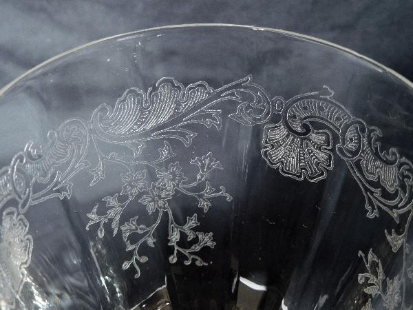 Verre à vin en cristal de Saint Louis, modèle Massenet à côtes vénitiennes gravé - 13,4cm