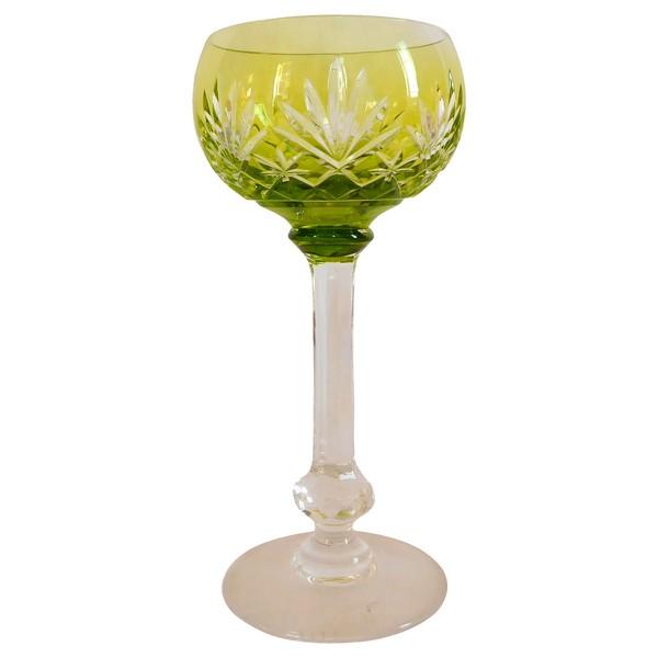 Verre à vin du Rhin / Roemer en cristal de St Louis, modèle Massenet, cristal overlay vert chartreuse - signé