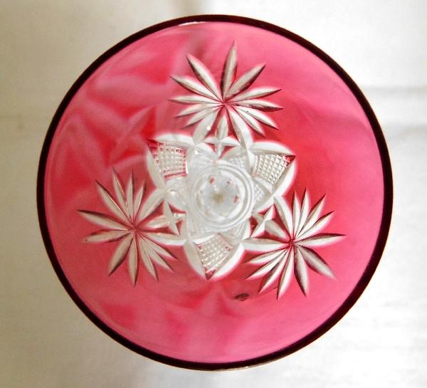 Verre à liqueur en cristal de Saint Louis, modèle Nelly, cristal overlay rose