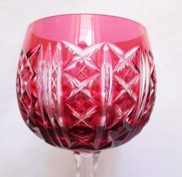 Verre à vin du Rhin en cristal overlay rose de Saint Louis, modèle Riesling - 18,5cm