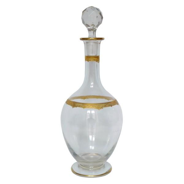 Carafe à vin en cristal de Saint Louis, modèle Roty gravé et doré