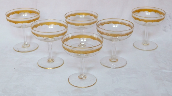 Coupe à champagne en cristal de Saint Louis, modèle Roty gravé et doré