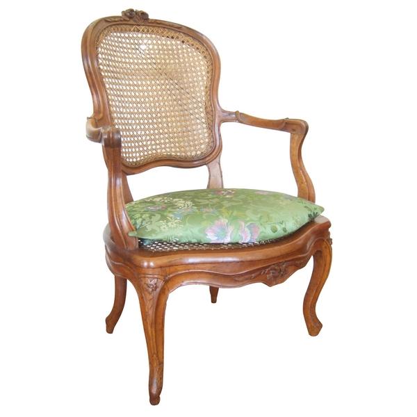 4 fauteuils cannés en noyer d'époque Louis XV, estampillés Pillot