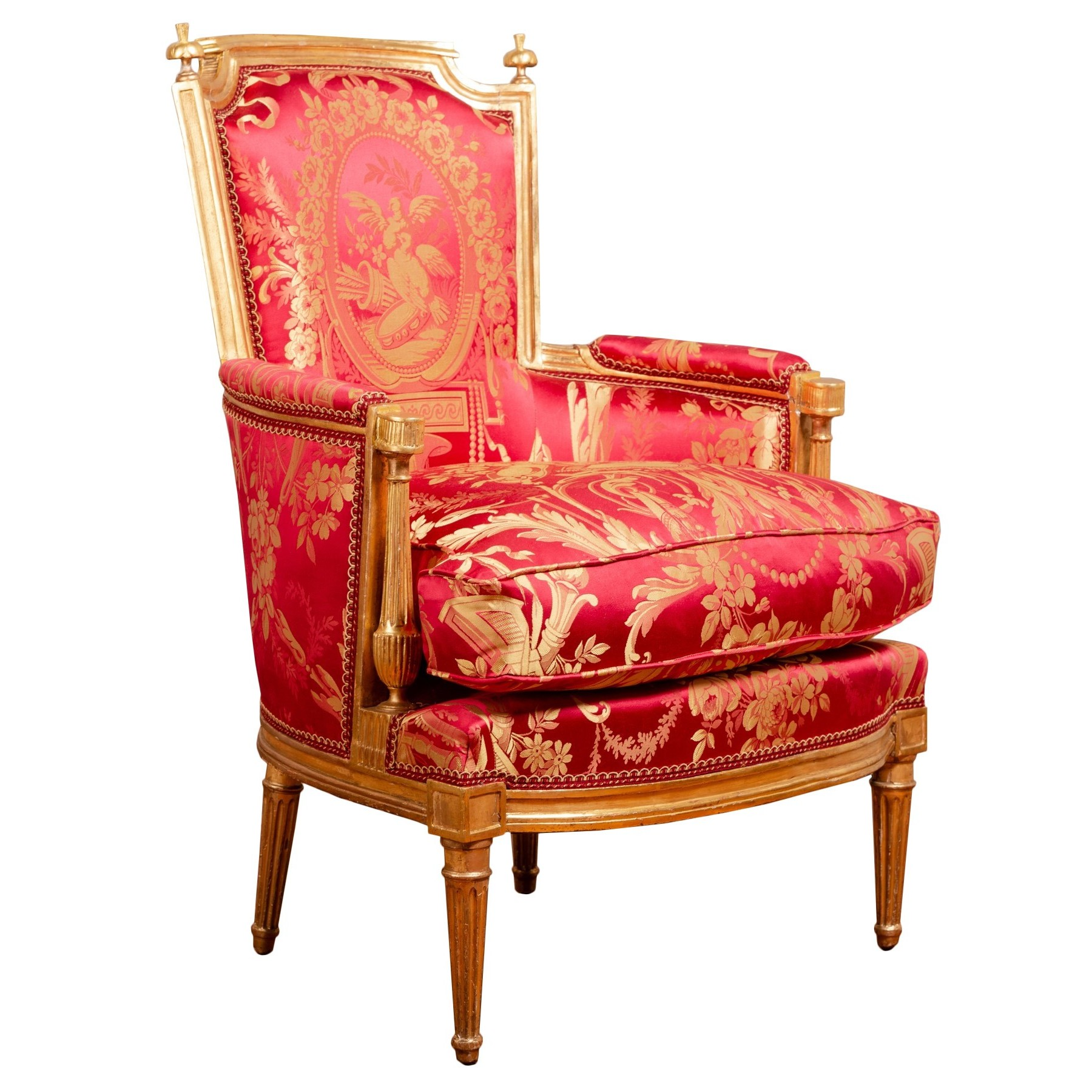 Bergère cabriolet d'apparat d'époque Louis XVI en bois sculpté et doré et damas de soie rouge