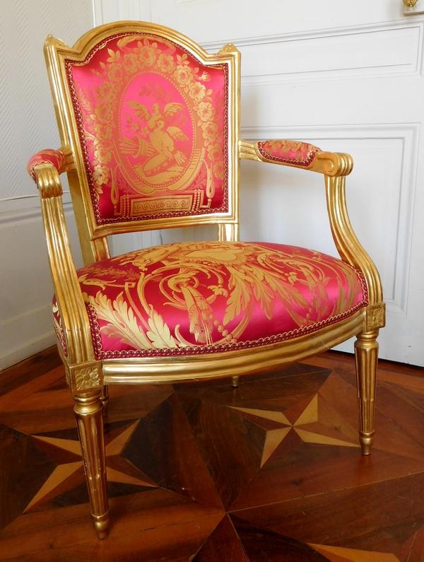 LN Mariette : fauteuil cabriolet d'apparat d'époque Louis XVI, bois doré et soie - estampillé