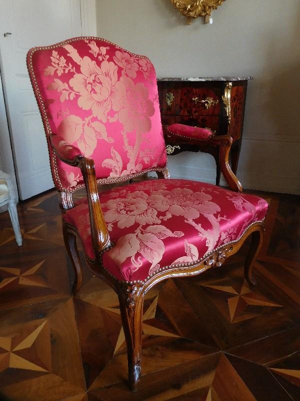 Fauteuil à la Reine d'époque Louis XV, estampille d'Augustin Mathon
