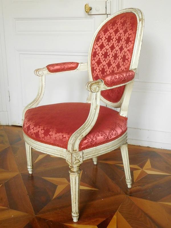 JB Lelarge : paire de fauteuils cabriolets médaillon d'époque Louis XVI