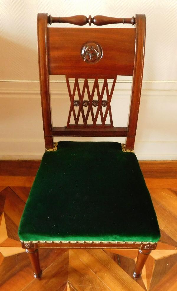 Paire de chaises Directoire en acajou finement sculpté et velours de soie - époque fin XVIIIe