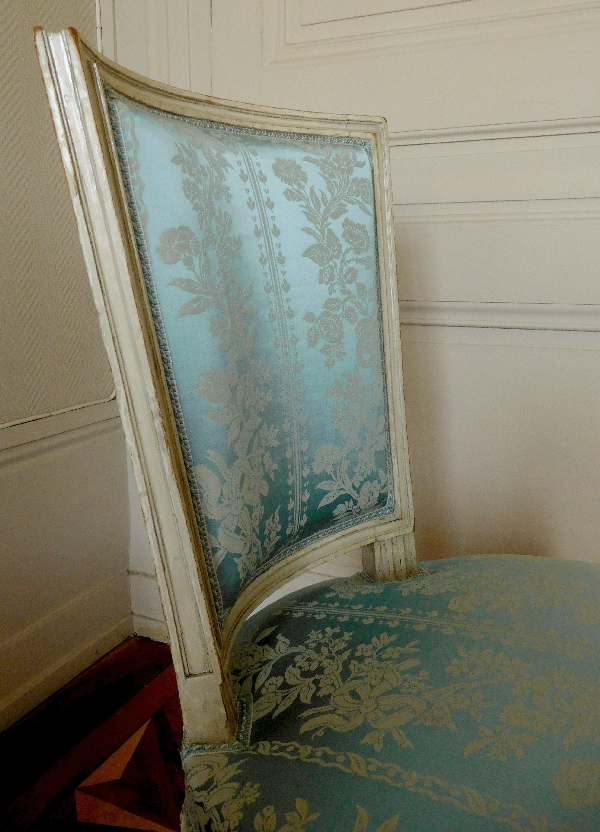 Paire de chaises de salon d'époque Louis XVI, à rapprocher de l'oeuvre de Georges Jacob