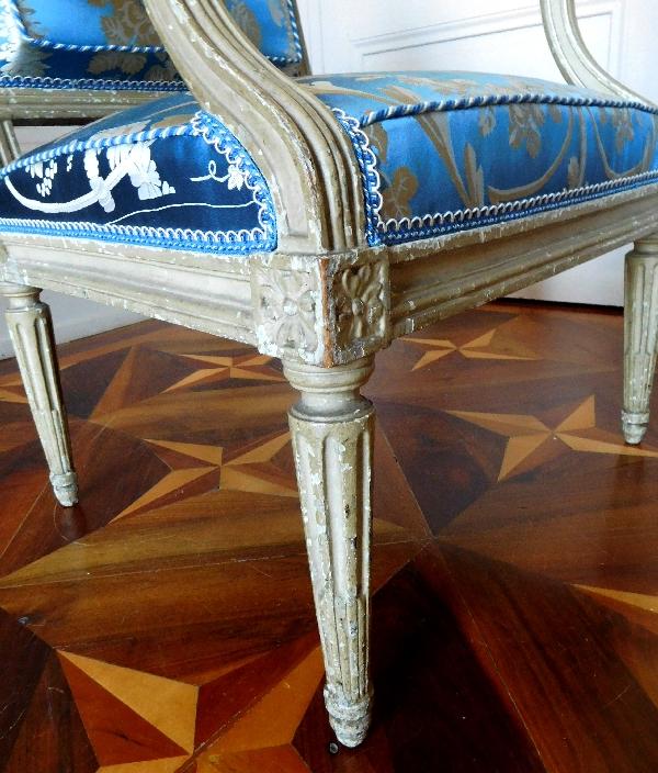 Georges Jacob : paire de fauteuils à la Reine d'époque Louis XVI, lampas bleu Tassinari et Chatel